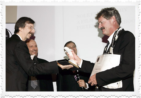 Grand Prix winner Pieter-Rim de Kroon recieving the White Dolphin